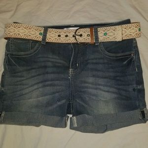 Jean shorts with belt